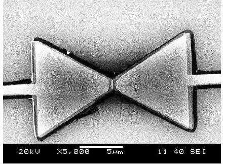 Figure VI-8. A scanning electron micrograph (SEM) of the Ni/NiO/Ni rectenna fabricated using the germanium shadow mask process.